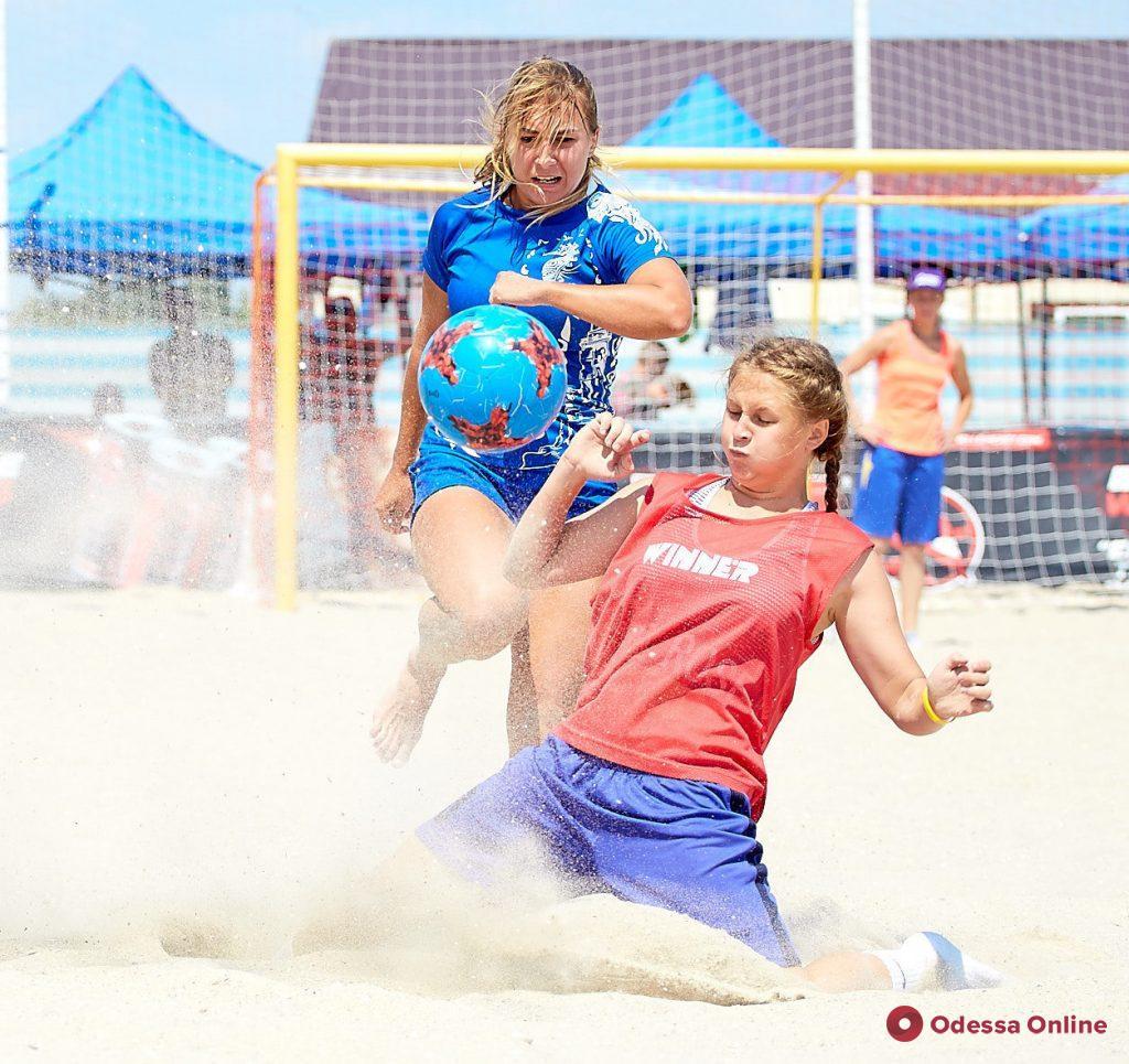 Футбол и красота: в Одессе пройдет чемпионат Украины по пляжному футболу среди девушек
