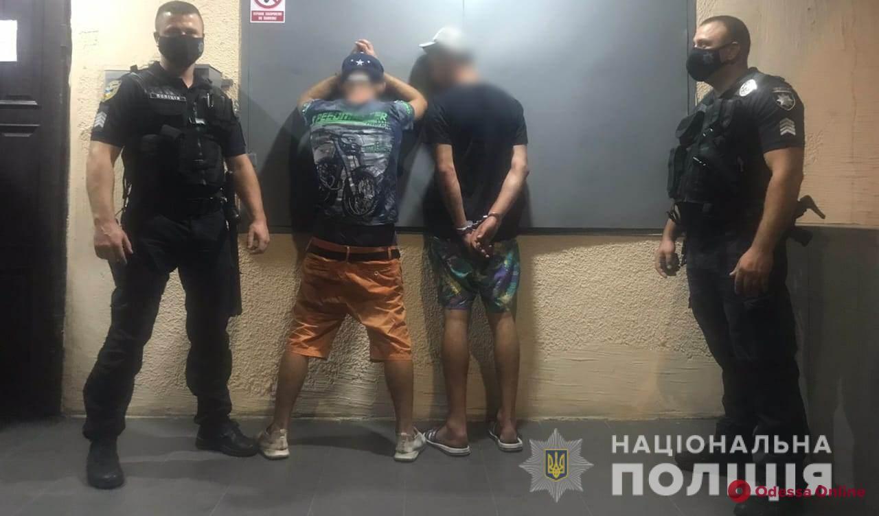 В Одессе туристы-разбойники остались на мели и «с горя» напали на двух женщин