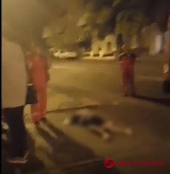 Одесса: ночью с Тёщиного моста спрыгнул парень (видео, обновлено)