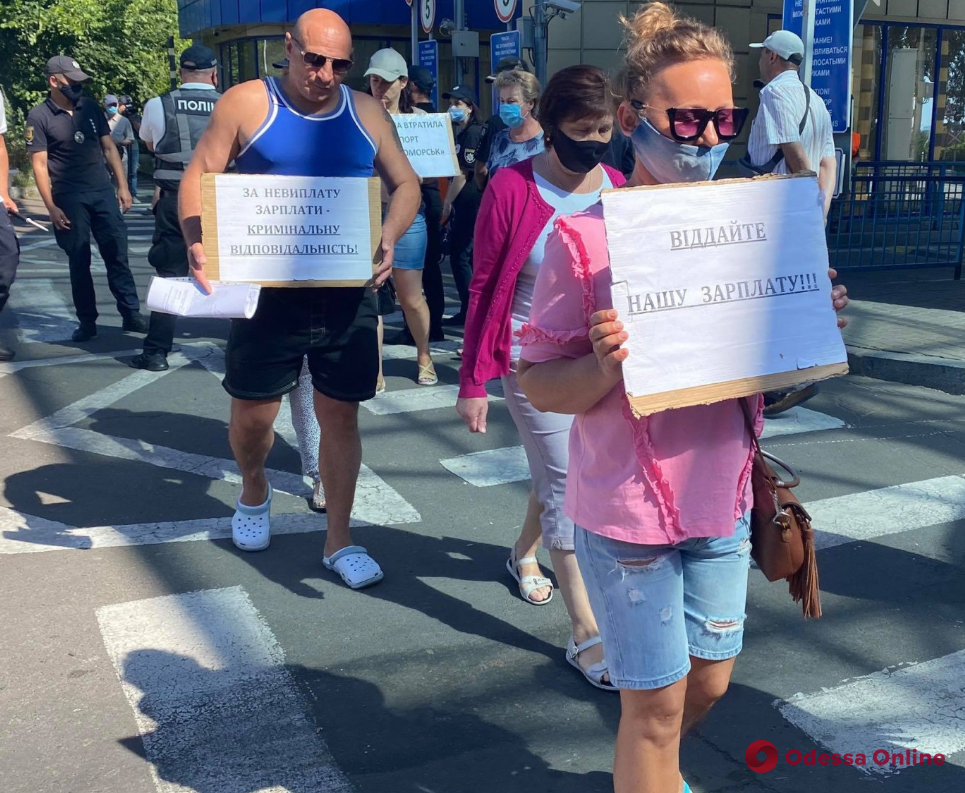 В Черноморске митингующие перекрывали въезды в порт