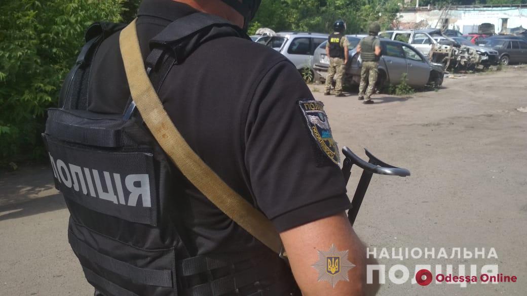В Полтаве автоугонщик с гранатой взял в заложники полковника полиции (видео, обновлено)
