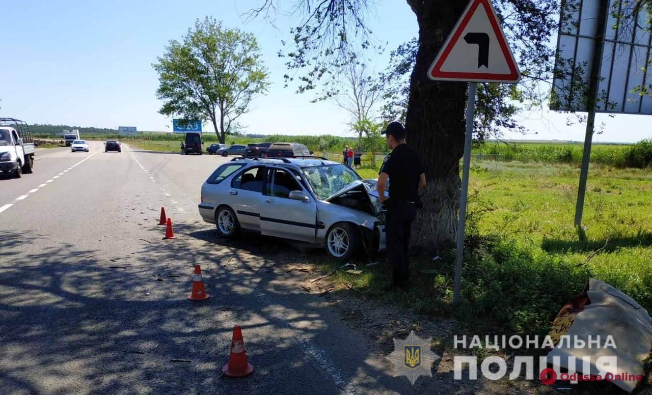 На трассе Одесса—Рени Hyundai врезался в дерево – погибла женщина