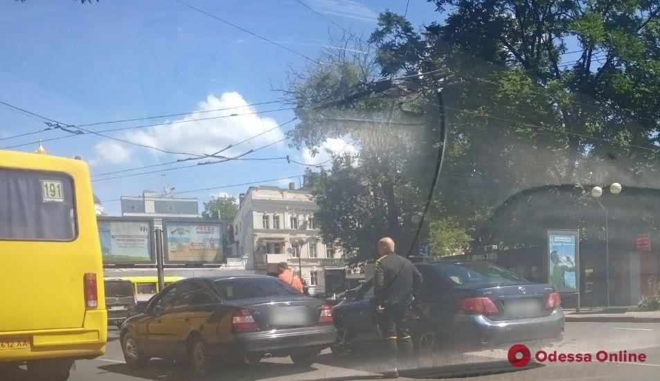 Из-за ДТП на Привокзальной площади образовалась пробка