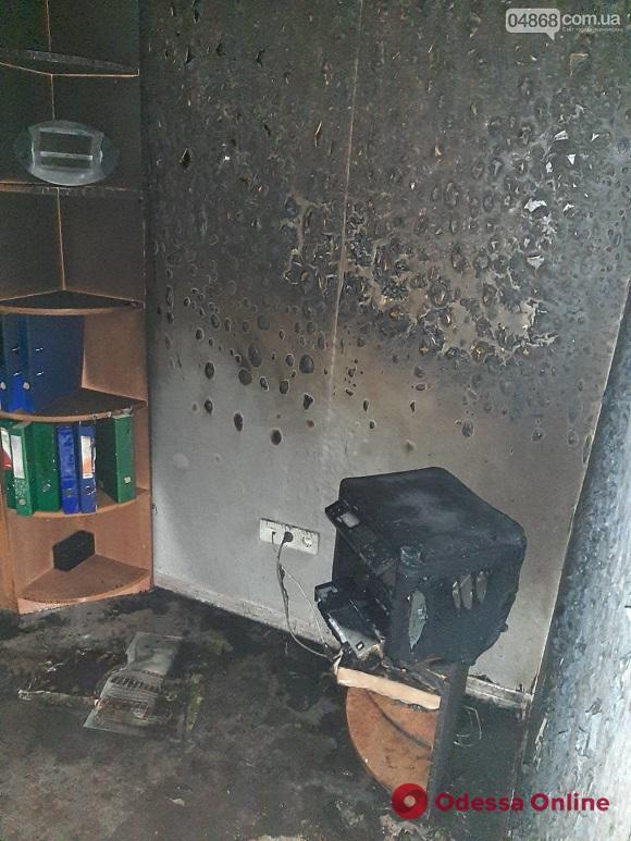 В Черноморске неизвестные бросили «коктейль Молотова» в офис строительной фирмы
