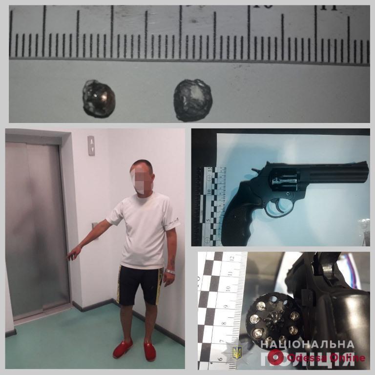 Пьяный одессит устроил стрельбу в подъезде многоэтажки