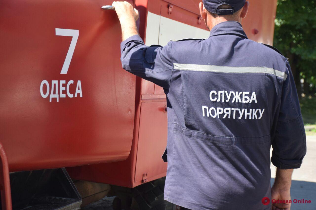 В центре Одессы пылает квартира в трехэтажном доме (обновляется)