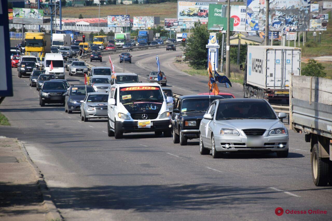 В Одессе проходит антикарантинный автопробег (фото, видео, обновлено)
