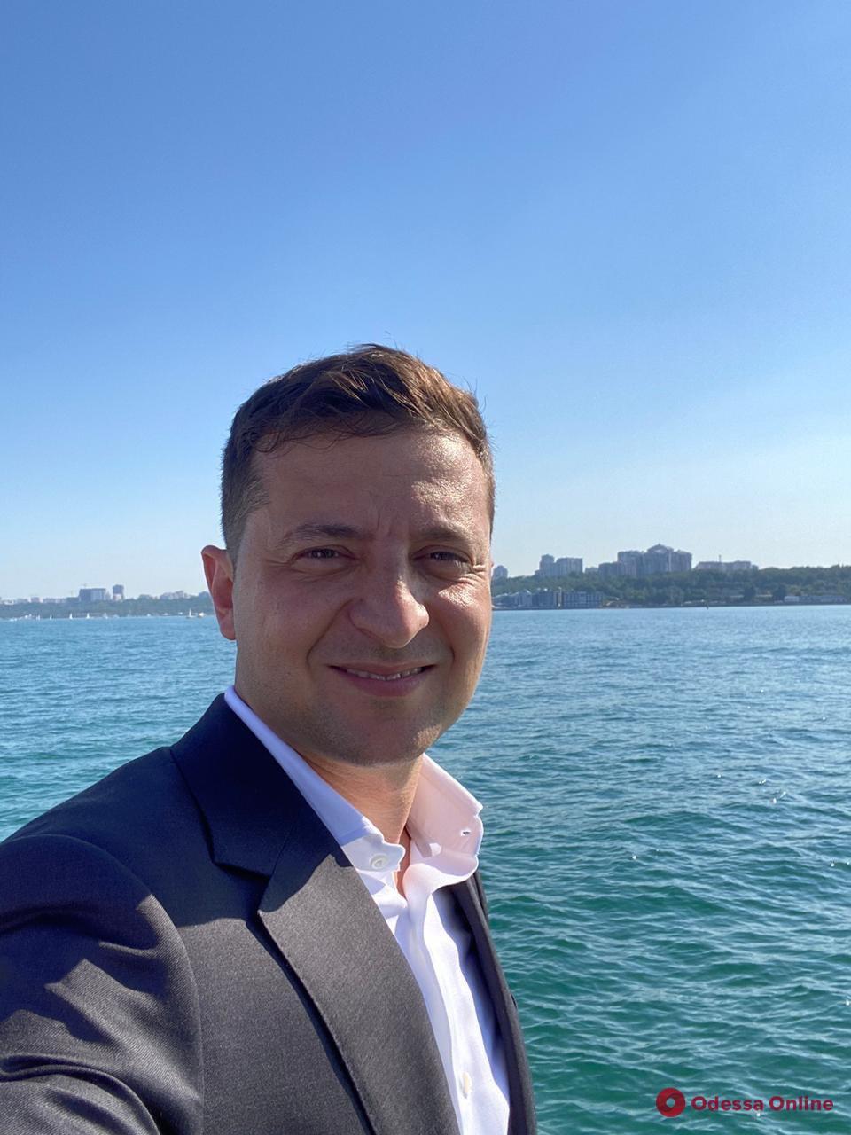 В Одессе Зеленский и Ермак искупались в море (видео)