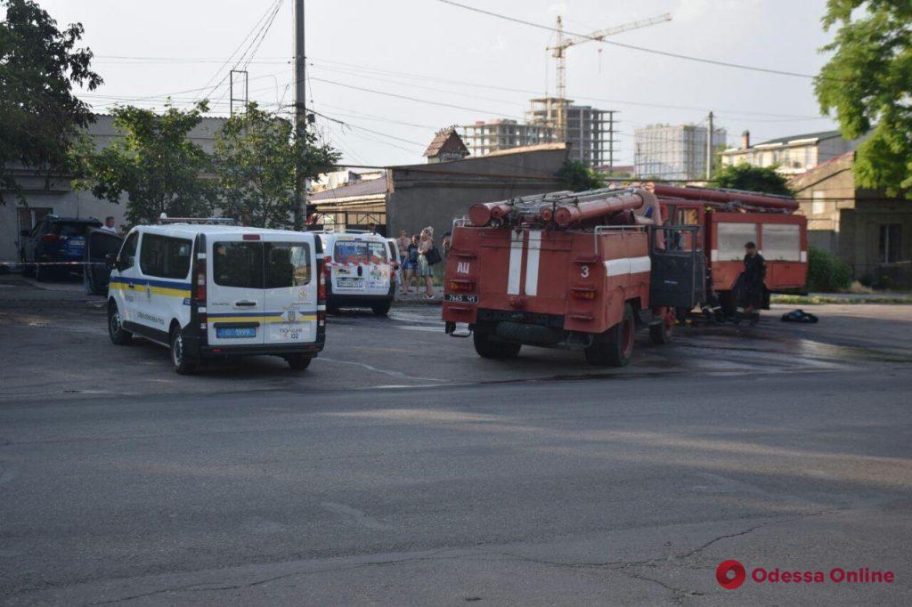В Одессе на улице Бугаевской сгорели два автомобиля (фото)