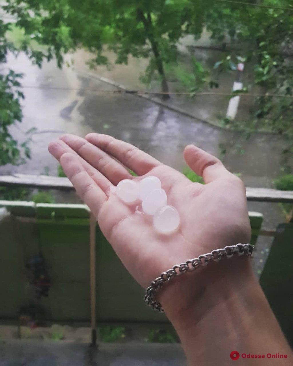 На Измаил обрушился сильный ливень с градом (видео, обновлено)