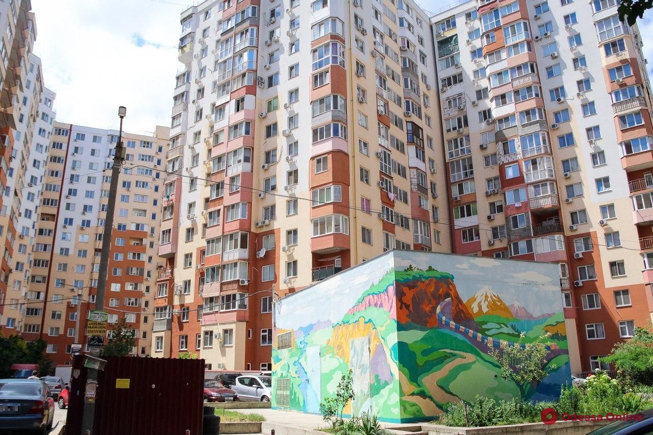 Дома-лабиринты, узкие переулки и пробки: прогулка по жилмассиву «Радужный» (фоторепортаж)