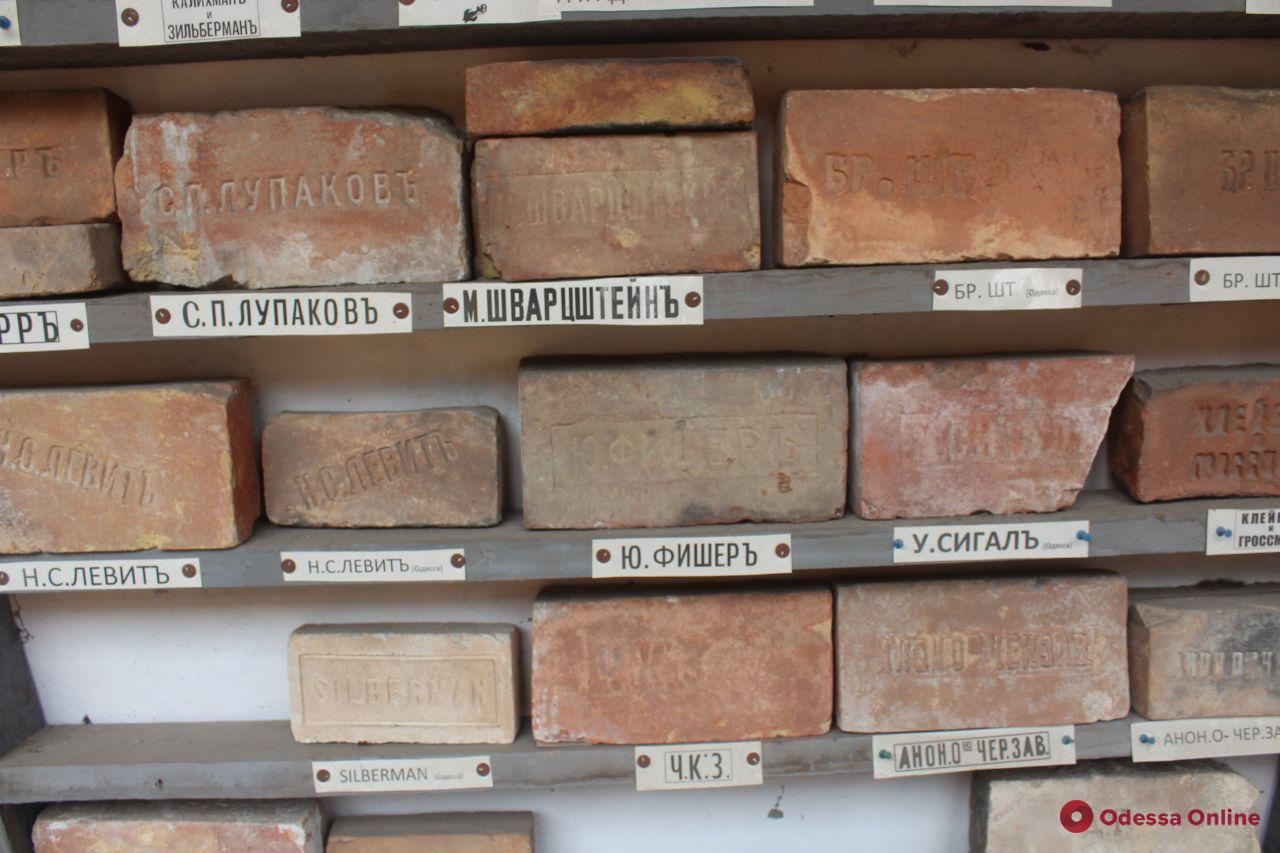 С любовью к родному городу: одессит создал музей эпиграфики у себя дома