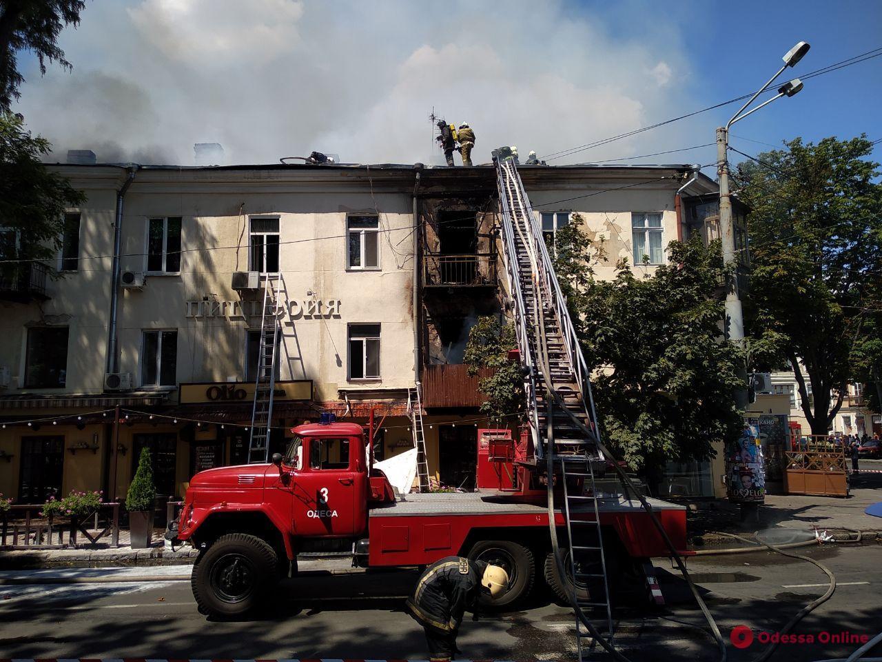Ремонт крыши в пострадавшем от пожара доме на Бунина завершат через несколько недель