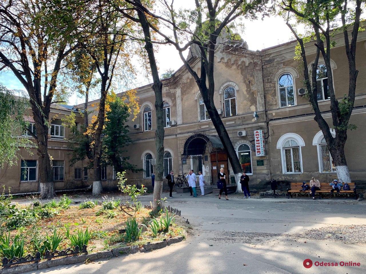 Отделение Еврейской больницы закрыли на карантин из-за вспышки COVID-19