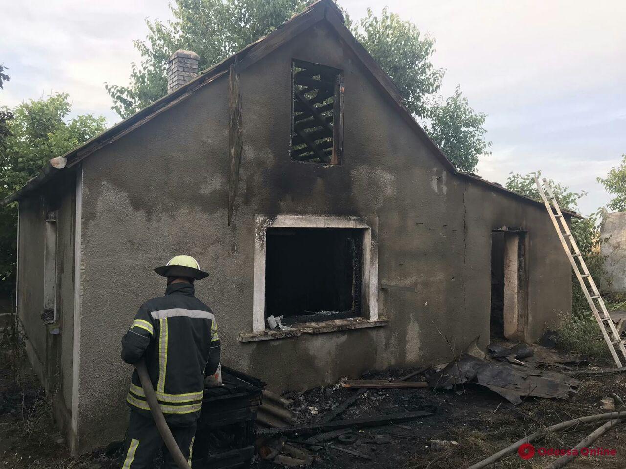 Под Одессой на пепелище сгоревшего дома нашли труп мужчины