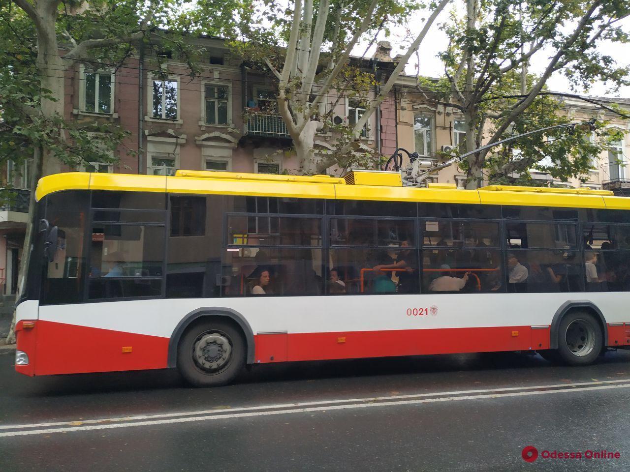 В Одессе продолжают вводить оплату проезда в электротранспорте через смартфон