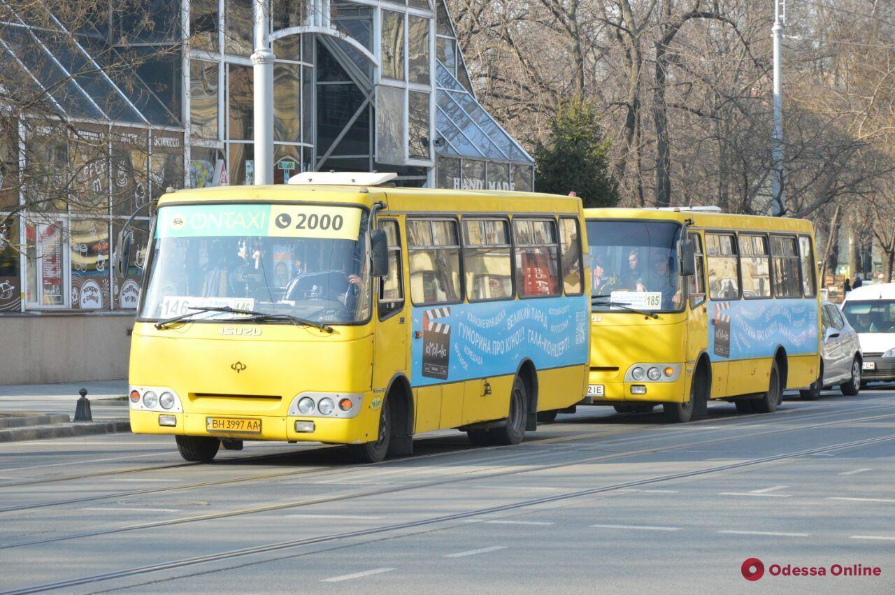 Общественный транспорт в «оранжевой» зоне: в одесских маршрутках ограничат количество стоячих мест
