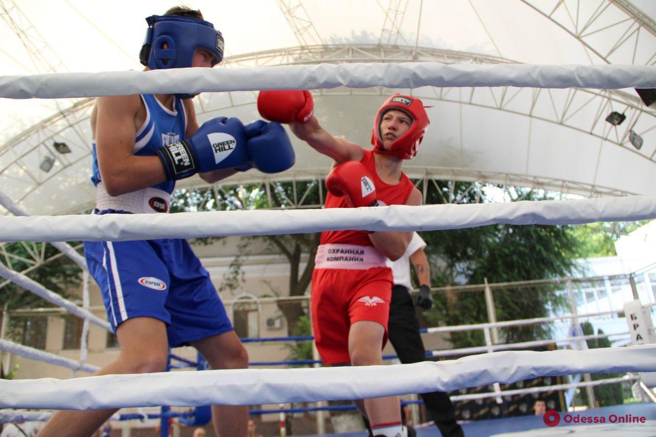 В Одессе проходит престижный боксерский турнир памяти Бориса Литвака (фоторепортаж)