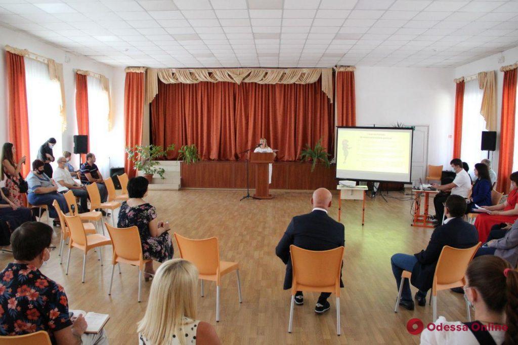 Мэр Одессы провел выездное совещание по вопросам организации учебного процесса в школах (фото)