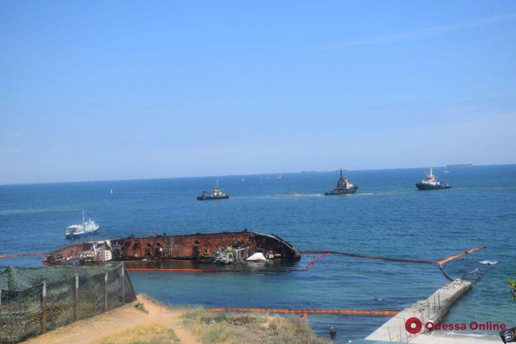 Сегодня снова попытаются поднять затонувший танкер Delfi (обновлено)