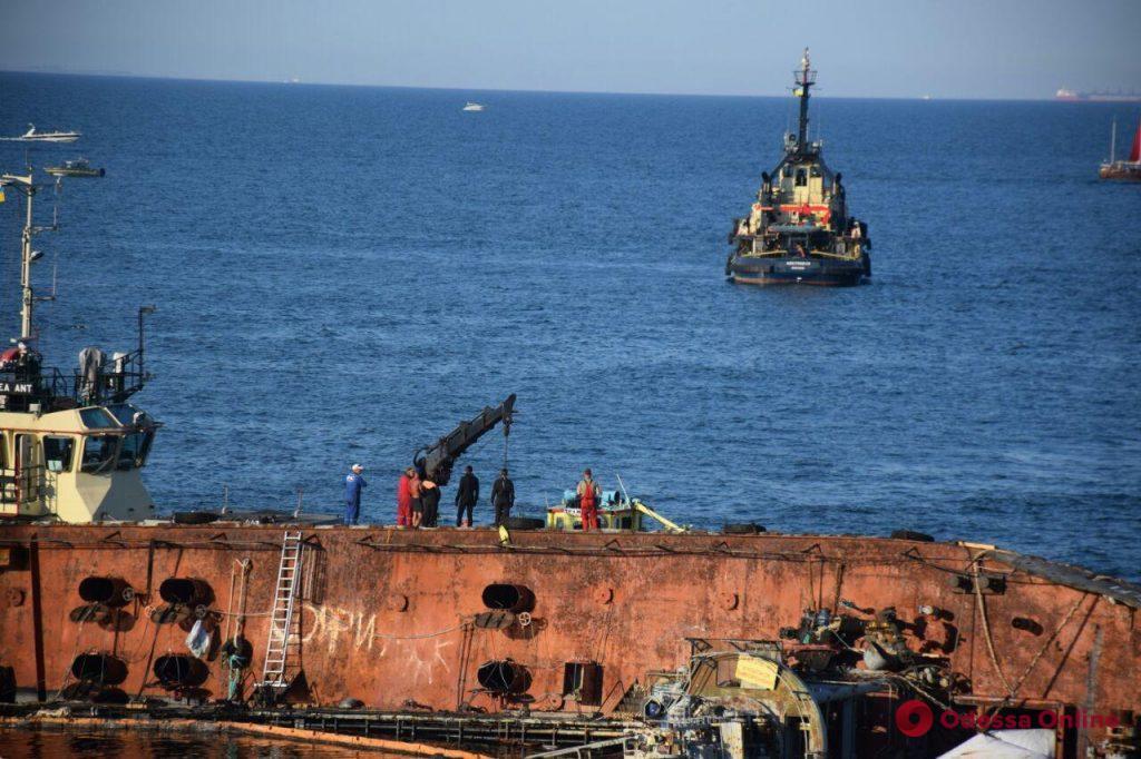 Поднять танкер Delphi сегодня снова не удалось