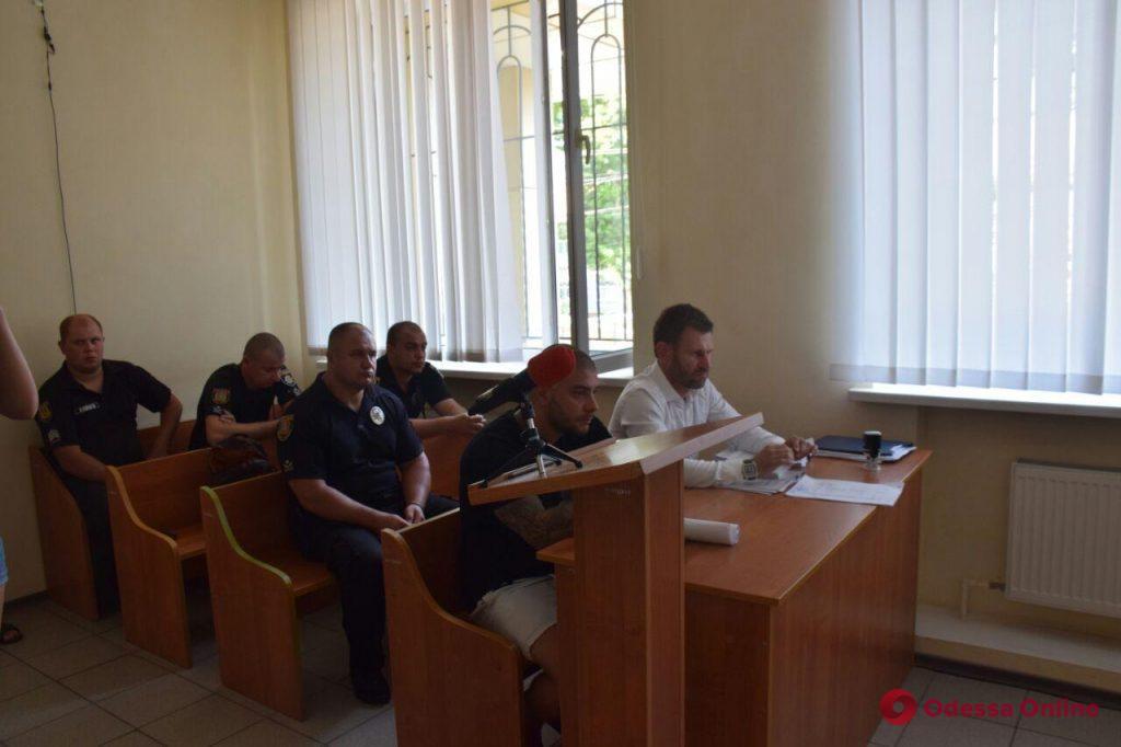 Суд отправил в СИЗО мужчину, обстрелявшего машину одесского активиста