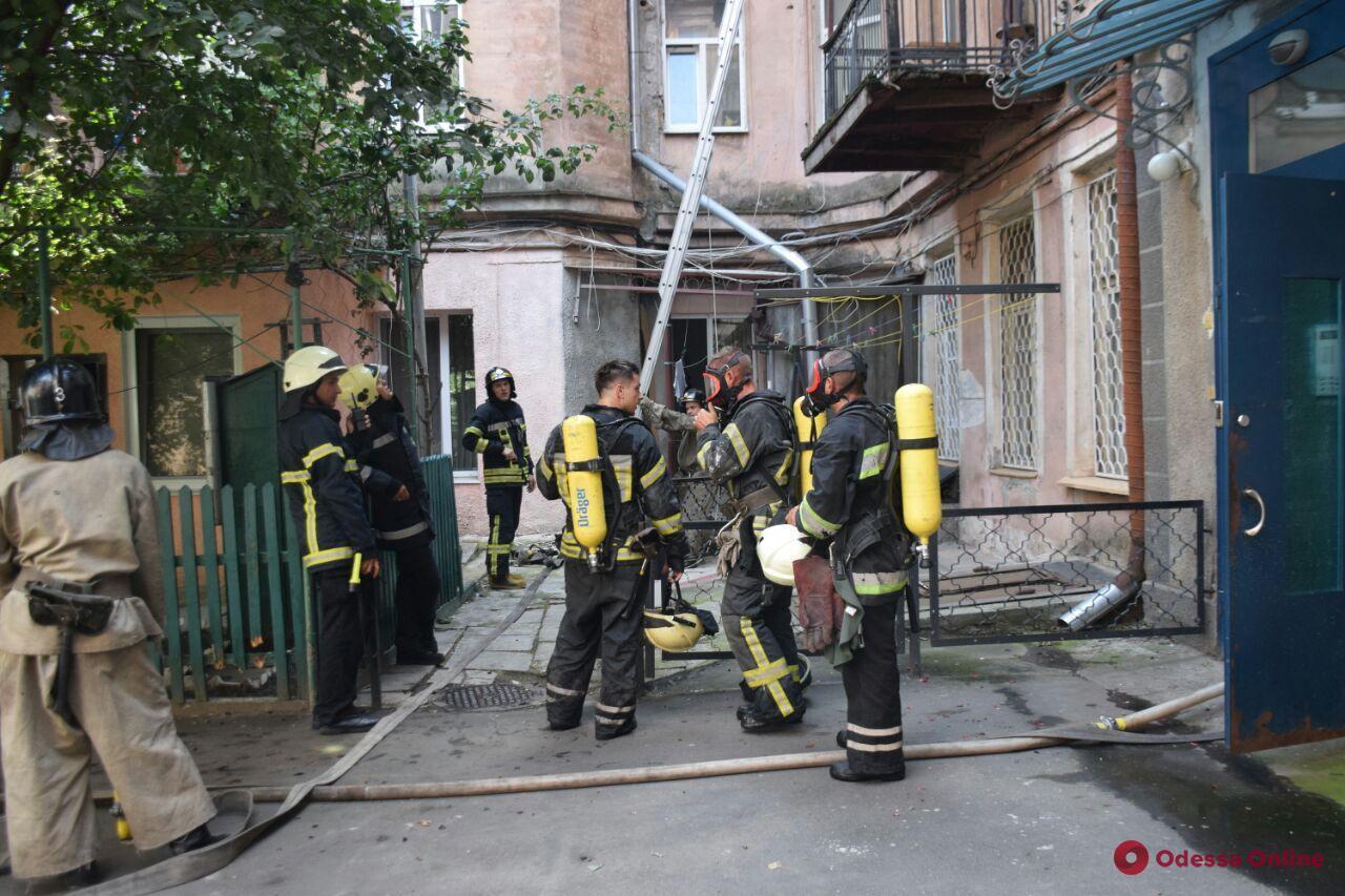Переполох в четырехэтажке в центре Одессы – людей эвакуировали (фото, видео)