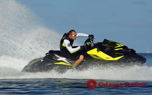 В Затоке водный мотоцикл насмерть сбил купальщика