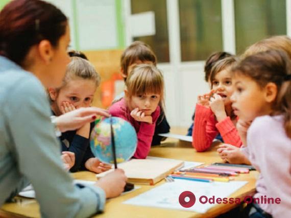 В Минобразования не исключают, что осенью украинские школы перейдут на смешанную форму обучения