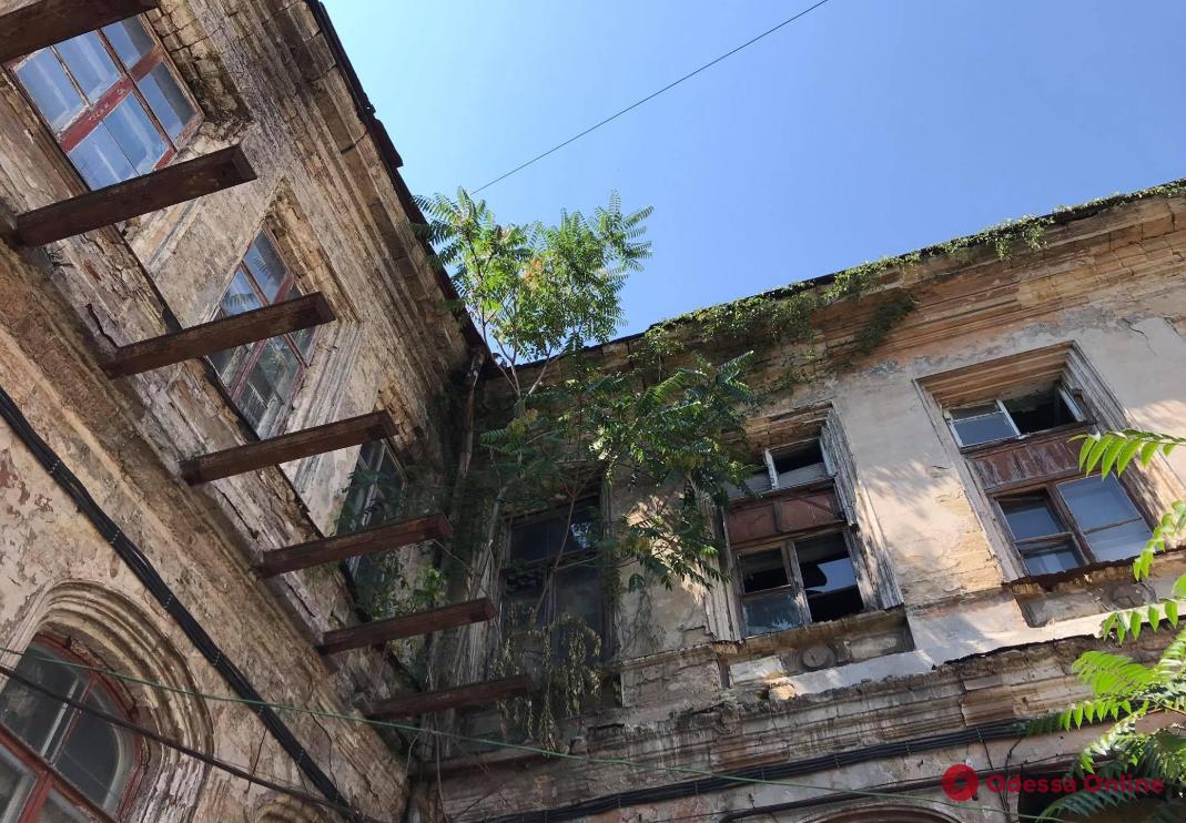 Одесский Нацкорпус требует от власти ускорить процесс возврата городу разрушающегося Дома Гоголя
