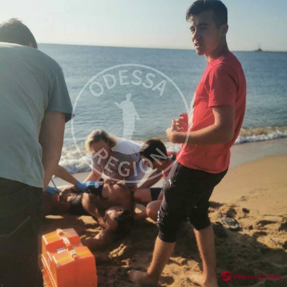 На пляже под Черноморском 15-летний подросток спас мужчину