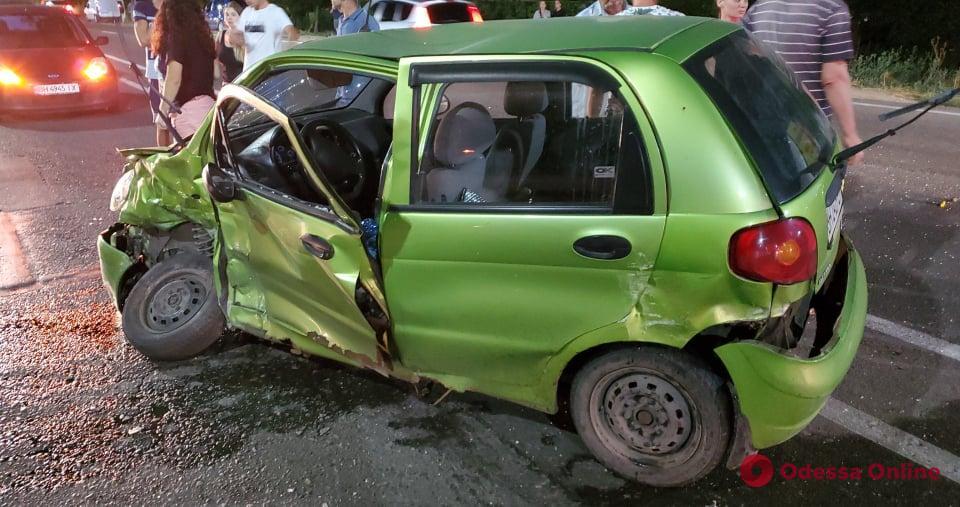 Сокрушительное ДТП на Южной дороге: женщину-водителя Daewoo Matiz увезли в реанимацию