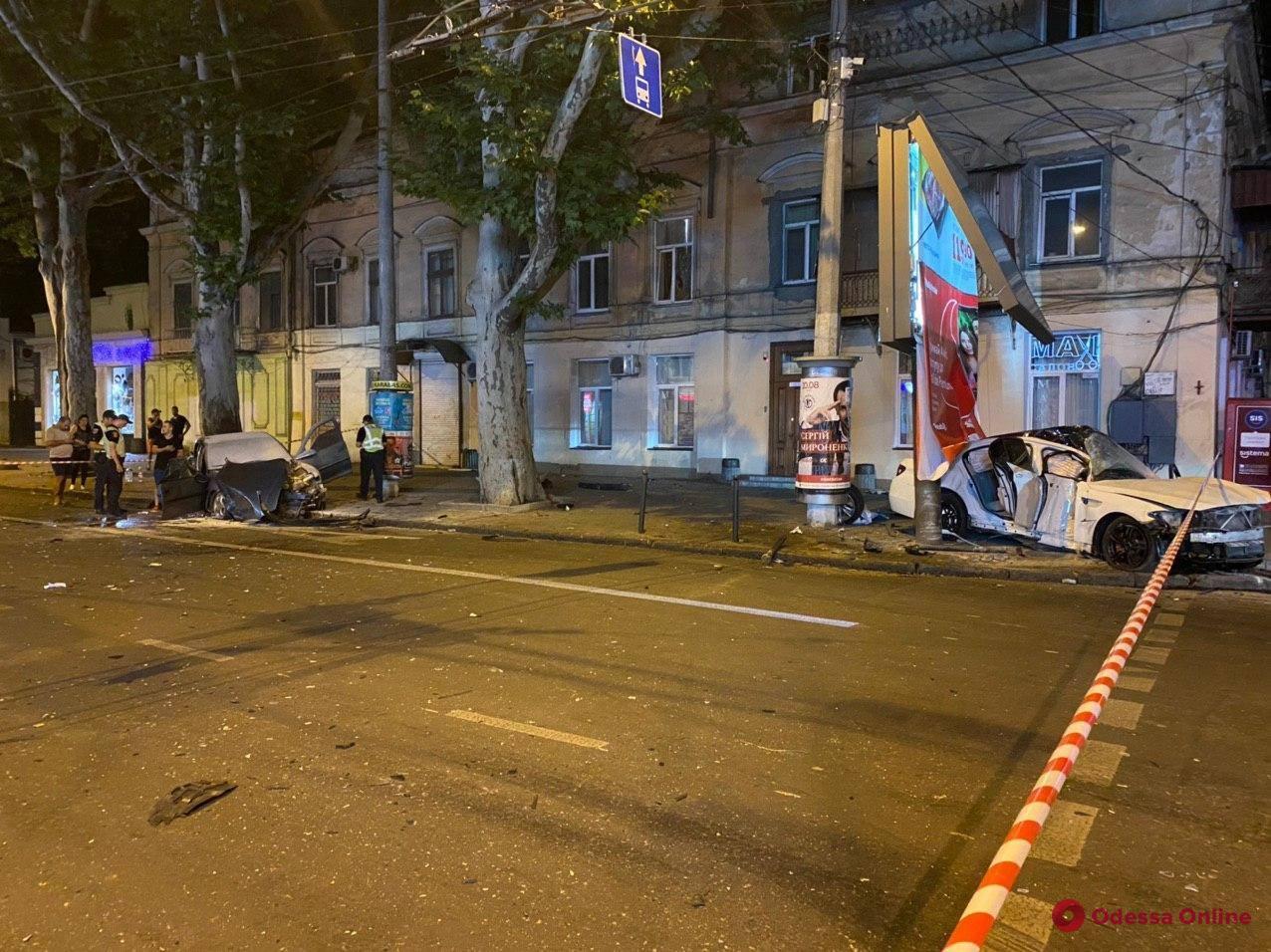 В ночном ДТП на Ришельевской пострадали четыре человека