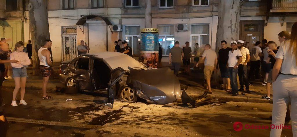 В центре Одессы произошло масштабное ДТП с пострадавшими (обновляется)