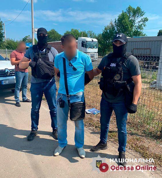 Под Одессой полицейский погорел на взятке