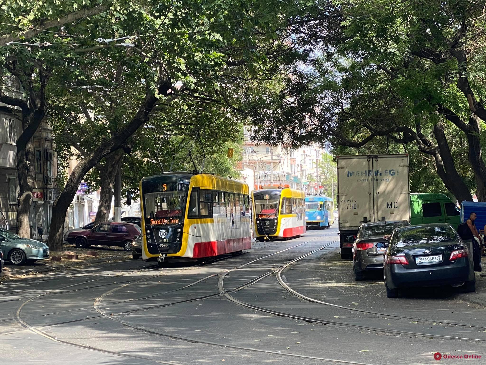 Закрывать общественный транспорт в «красных» зонах пока не планируем, — премьер-министр Шмыгаль
