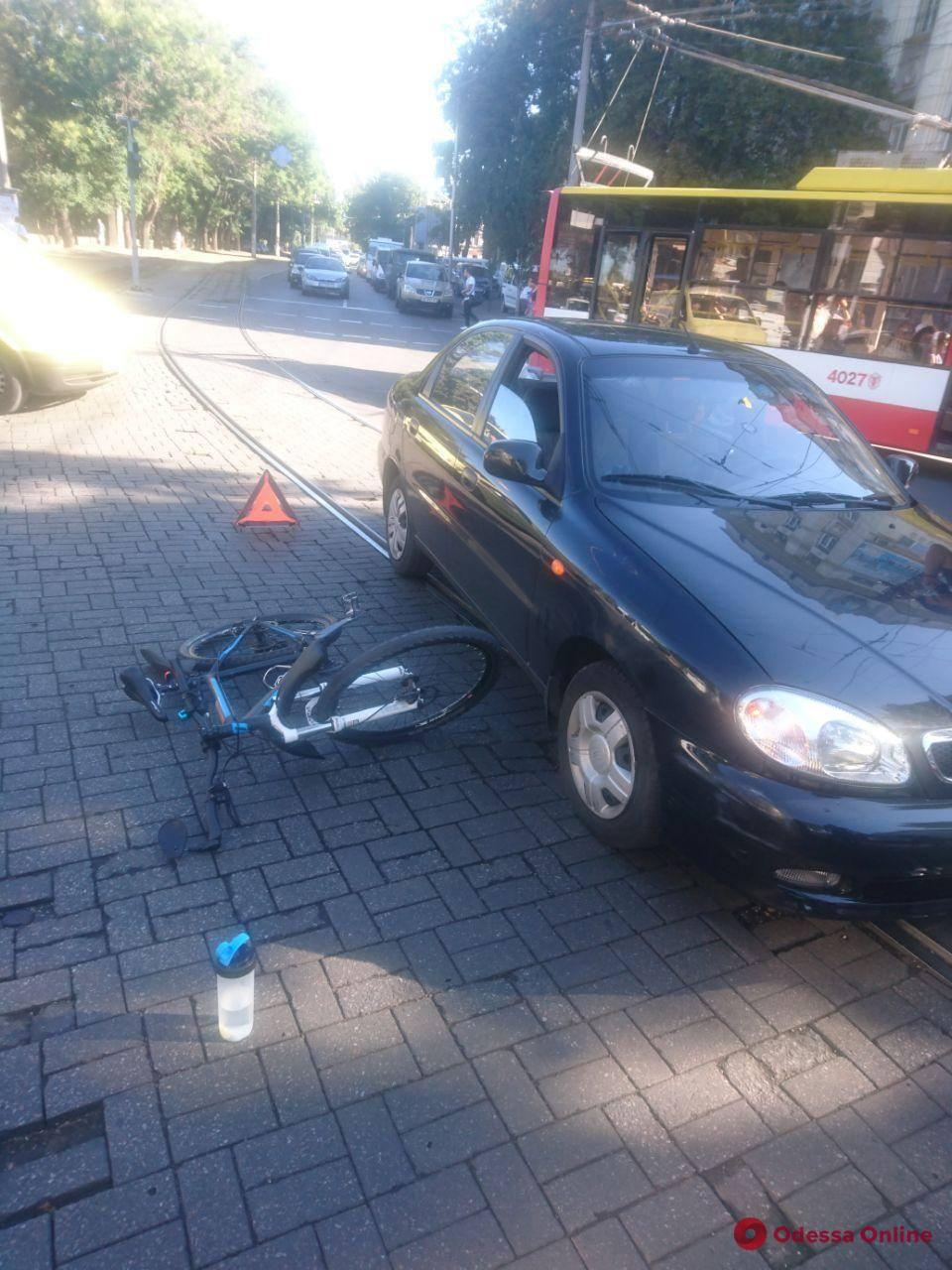 В Одессе в ДТП пострадала велосипедистка