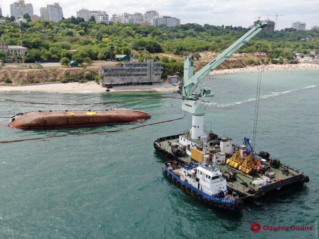 Работы по эвакуации танкера Delfi с одесского пляжа оплатят частники