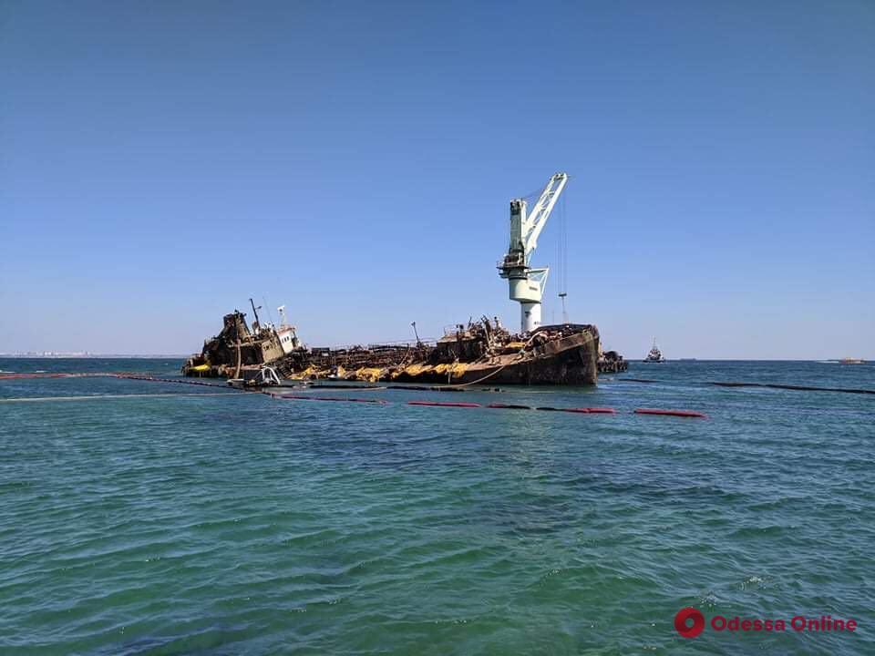 Одесса: затонувший танкер «Делфи» снова пытаются поднять на киль