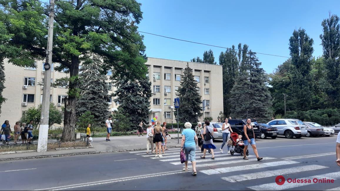 На Генерала Петрова перекрыли дорогу из-за отключения воды и электричества (видео)