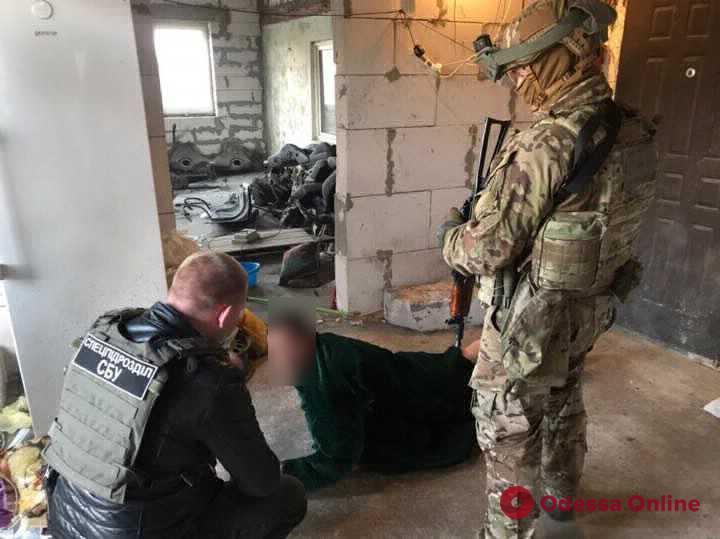 Прострелили ногу и бросили в багажник — в Одесской области будут судить разбойников-похитителей