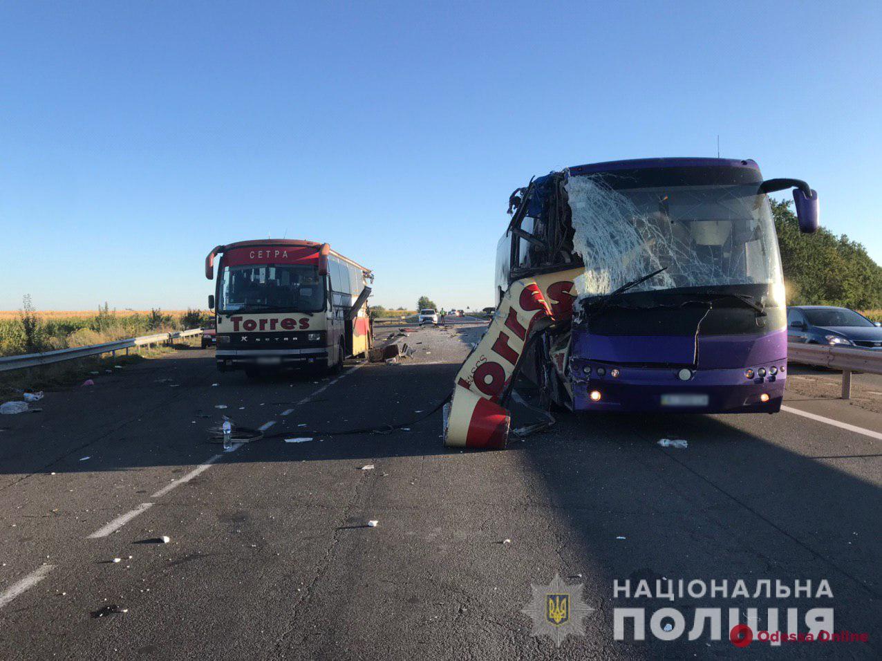 На трассе Киев-Одесса столкнулись два рейсовых автобуса — есть погибшие