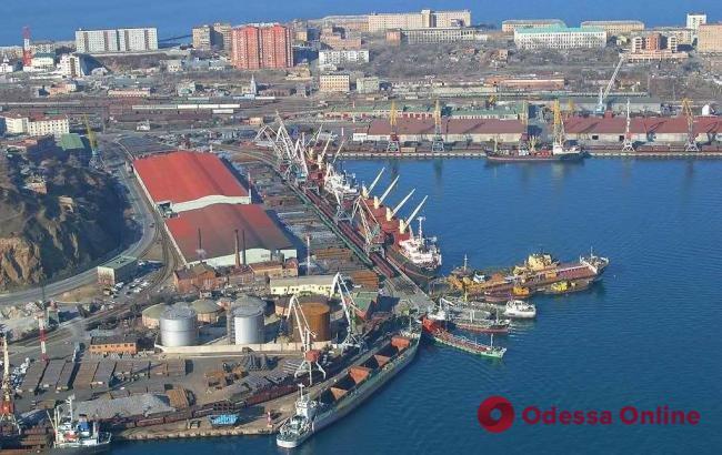 В порту «Южный» хранится 9,6 тысяч тонн аммиачной селитры