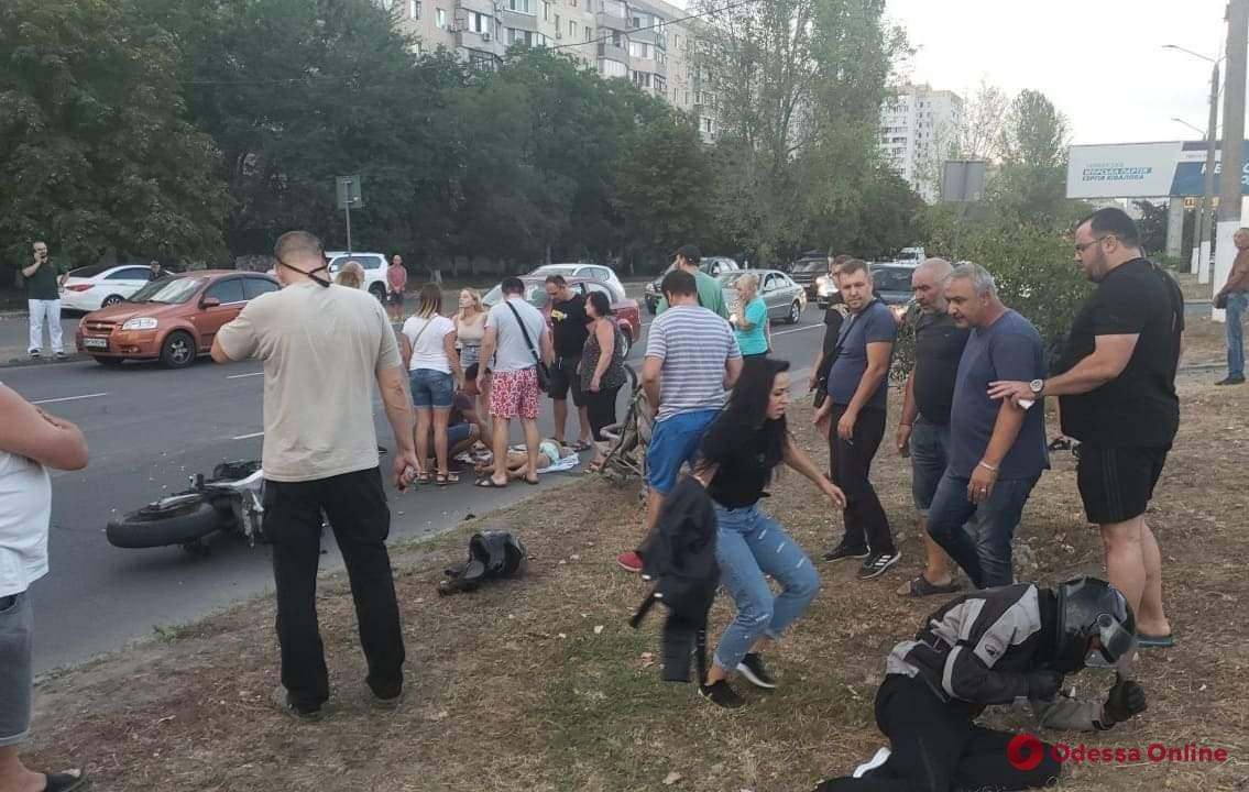 Сбил женщину с двумя детьми: полиция расследует ДТП на поселке Котовского