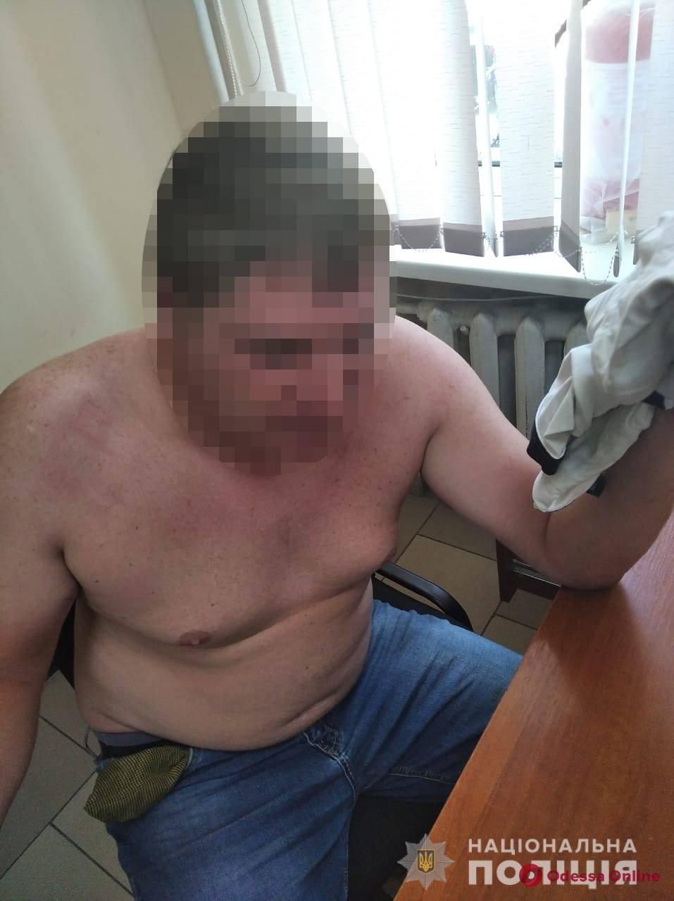 Под Одессой пьяный водитель устроил ДТП и покусал полицейских