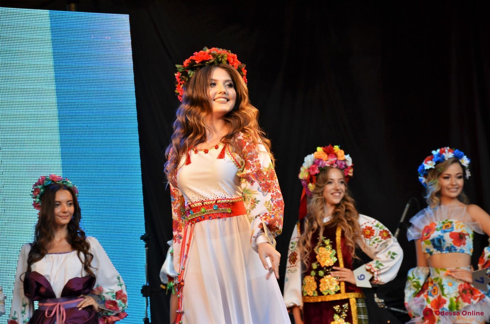 В Летнем театре выбирали «Мисс Туризм Украина-2020» (фото)