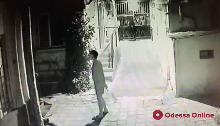 В Одессе неизвестный устроил взрыв в жилом доме (видео)