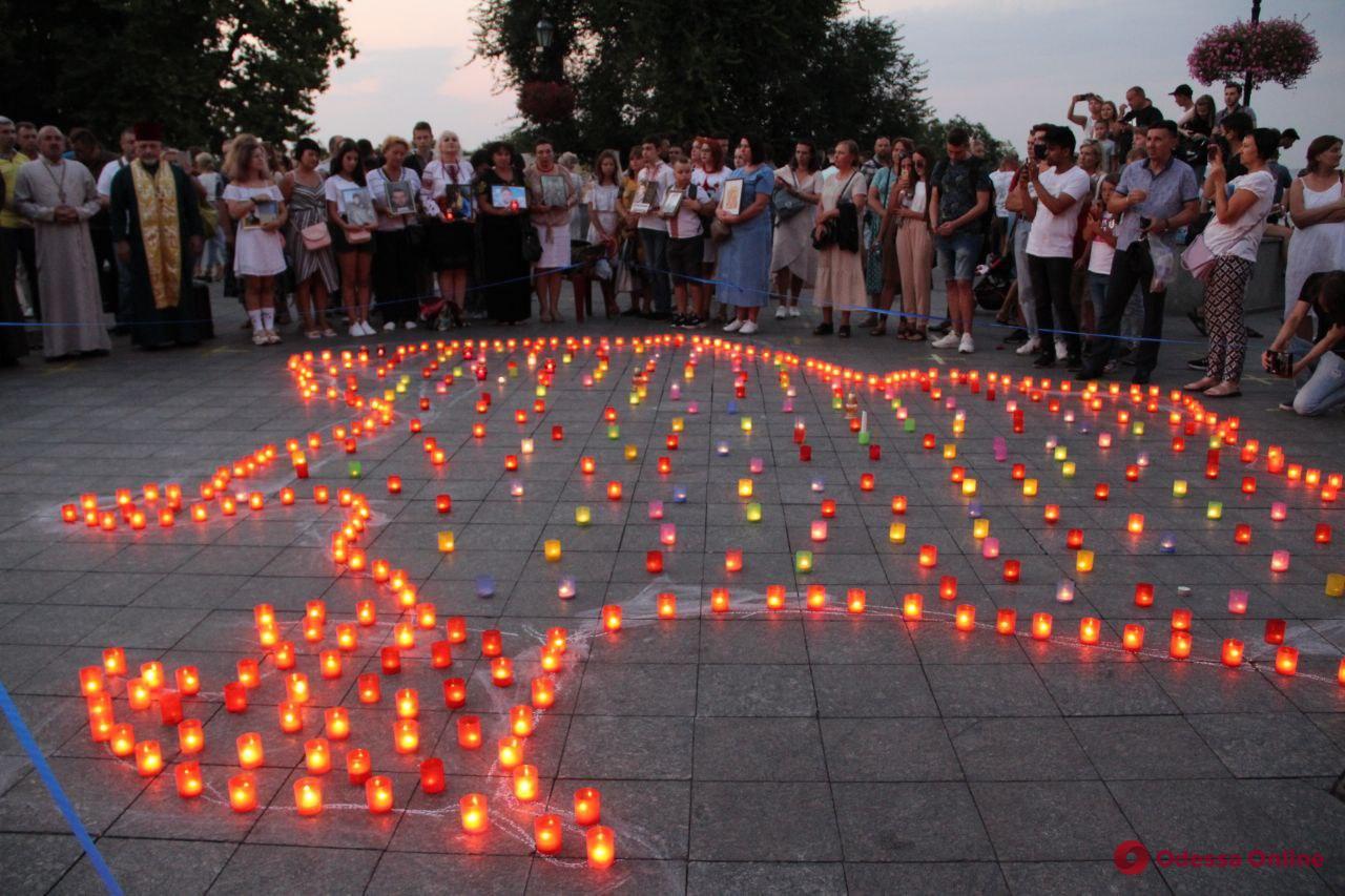 Одесситы почтили память погибших за независимость Украины (фоторепортаж)