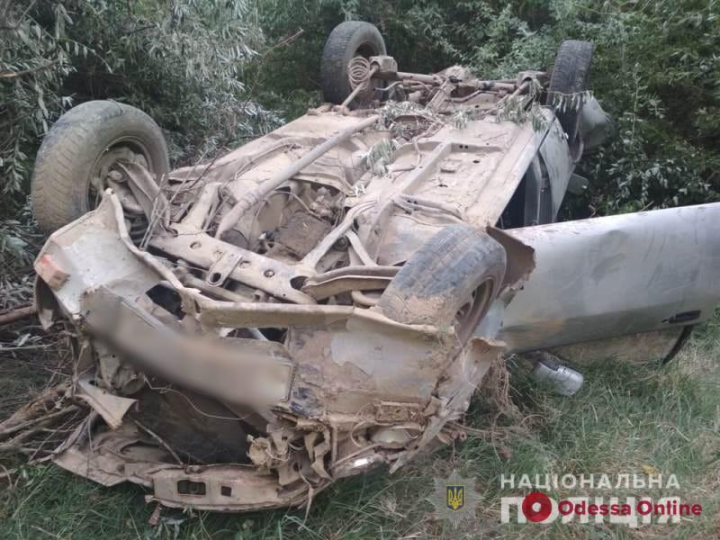В Измаильском районе легковушка слетела со склона — пострадали два человека