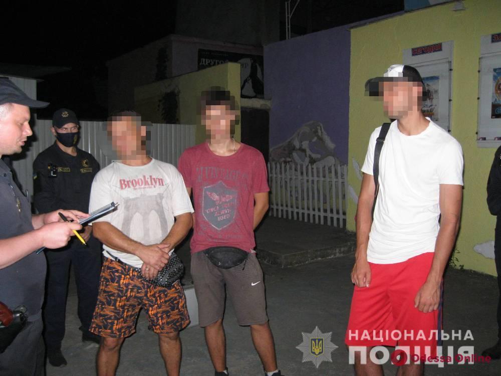 В Затоке полиция поймала двоих киевлян и парня из Житомирской области с оружием и наркотиками